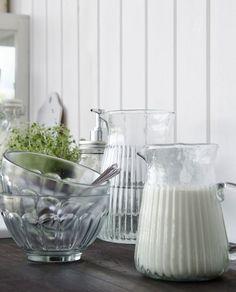 Die Schale von Ib Laursen ist eine zeitlos klassische Schönheit aus Klarglas
