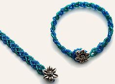 Apache Leaf Stitch - (translate).  Good for bracelets and for pendant chains. This is usually done in two colors. #Seed #Bead #Tutorial