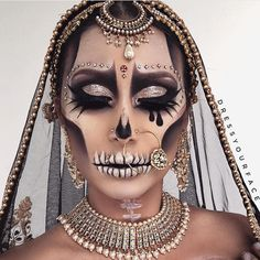 Are you looking for ideas for your Halloween make-up? Navigate here for creepy Halloween makeup looks. Cute Halloween Makeup, Fete Halloween, Halloween Looks, Halloween Inspo, Creepy Halloween, Dead Makeup, Fx Makeup, Makeup Inspo, Anastasia Beverly Hills