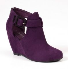 These remind me of shoes I saw in Italy.  And my favorite color!!!!