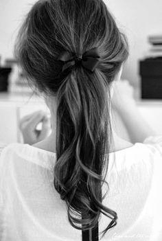 Para terminar la semana os traemos un poco de inspiración para vuestro look de novias. Si ya estáis pensando en el peinado del día B, este p...
