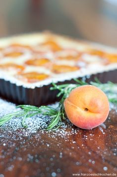 Tarte abricots romarin Quiches, Sweet Bakery, No Bake Desserts, Sweet Tooth, Peach, Sweets, Cookies, Fruit, Honey
