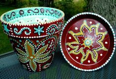 All these easy pot painting ideas and designs for beginners are a true inspiration and help you re-create beautifully crafted hand-painted pots. Painted Clay Pots, Painted Flower Pots, Hand Painted, Painted Pebbles, Clay Pot Projects, Clay Pot Crafts, Diy Projects, Pottery Painting Ideas Easy, Decoupage