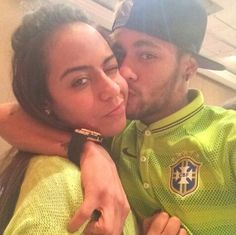 Neymar and his sister Rafaella. They have such a strong bond. Wish my siblings and I were like that. All we ever do is fight and argue. Good Soccer Players, Football Players, Neymar Pic, Siblings Goals, Brother And Sister Love, Love You Babe, Football Love, World Cup 2014, Best Player