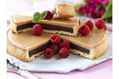 Ljus och mörk chokladkola möter syrliga söta hallon. Himmelskt gott!