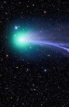 Comet Lovejoy sails through the solar system in a green haze leaving cometary dust in its wake. is the fifth comet to have been discovered by Australian amateur astronomer and astrophotographer, Terry Lovejoy Cosmos, Digital Foto, Space And Astronomy, Space Planets, Hubble Space, Space Photos, Space Time, To Infinity And Beyond, Deep Space