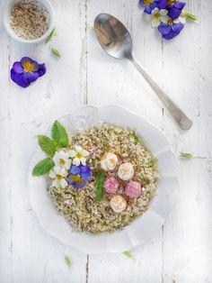 Recette de salade de cuinoa au boulette de chèvre aux légumes Quiche, Acai Bowl, Cereal, Cooking, Breakfast, Recipes, Food, Voici, Flower Power