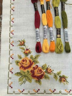 This Pin was discovered by Neş Cross Stitch Borders, Cross Stitch Rose, Cross Stitch Flowers, Cross Stitch Charts, Cross Stitch Designs, Cross Stitching, Cross Stitch Patterns, Hand Embroidery Stitches, Cross Stitch Embroidery