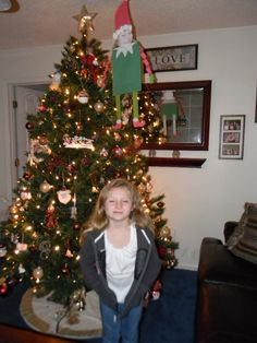 Frisbee Elf's Kyleigh. Eight by ten picture of the face and construction paper and glue.