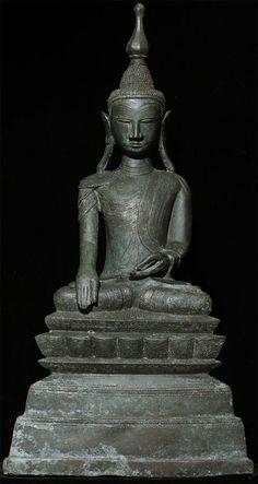 Antique bronze Shan Buddha Material: Bronze 37,5 cm high 19 cm wide Shan (Tai Yai) style Bhumisparsha Mudra 18th century Originating from Burma
