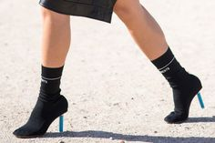Bu Sonbaharda Her Yerde Göreceğimiz Çorap Botlar - InStyle Türkiye