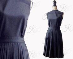 The ultimate little black dress! So flattering! #vintage #fashion