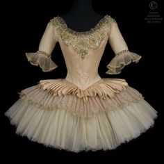 CNCS. Ballet:Sleeping Beauty Rudolf Nureyev after Marius Petipa CHOREOGRAPHER: Rudolf Nureyev after Marius Petipa DESIGNER: COSTUMER: Nicholas Georgiadis PRODUCTION DATE: 1989 PRODUCED IN: Opera / Garnier, Paris Opera National de Par: Elisabeth Maurin. Tutu short silk tulle and pink gold lamé, lace embroidered gold. Neckline, applying fully embroidered lace with sequins, rhinestones and pearl beads and gold. Front