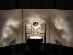 A Slick Mashup of an Old-School Projector and 3-D Printed Art | Design | WIRED