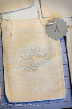 Stamped muslin goody bags  www.neverlandcrafts.blogspot.com