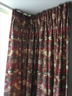 Pinch pleat curtains made up in a William Morris fabric. Looked great in this old town traditional Edinburgh home. Pinch Pleat Curtains, Pleated Curtains, Valance Curtains, Made To Measure Curtains, William Morris, Soft Furnishings, Home Living Room, Old Town, Edinburgh