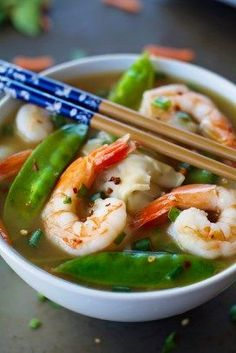 A comforting and delicious recipe for shrimp wonton soup that's not only easy, but healthy and filling with only 110 calories for a huge serving! Are you hungry yet? Specifically, are you hu…