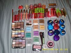 Look at this person makeup collection from items from Dollar Tree! You can buy name brand makeup at a affordable price! Drugstore Makeup, Makeup Brands, Makeup Tips, Makeup Tutorials, Makeup Ideas, Dollar Tree Makeup, Dollar Tree Haul, Makeup Haul, War Paint