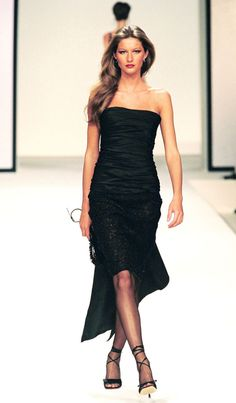 Valentino Paris Fashion Week Fall 2001 from Gisele Bündchen's Top Runway Moments Three words: Little. Gisele Bundchen, Fashion Week, 90s Fashion, Runway Fashion, Fashion Models, Paris Fashion, Valentino Paris, Valentino Couture, Toni Garrn