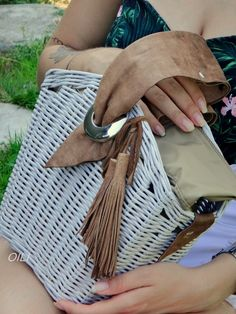 Wicker Purse, Paper Doilies, Jane Birkin, Basket Bag, Handmade Bags, Straw Bag, Purses And Bags, Recycling, Weaving