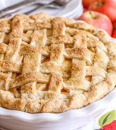 This recipe for Homemade Apple Pie has proven to be the BEST apple pie recipe around. With a flaky, buttery crust made from scratch, and a gooey, sweet apple filling, this pie will not disappoint! Homemade Apple Pies, Apple Pie Recipes, Apple Pie Recipe Easy, Apple Desserts, Cookie Caramel, Bette, Best Apple Pie, Fruit Pie, Apple Filling