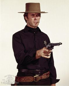 Still of Clint Eastwood in Hang 'Em High (1968) http://www.movpins.com/dHQwMDYxNzQ3/hang-/still-389645568