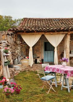 Love this, feel like a perfect place to be creative Porch And Terrace, Terrace Garden, Bungalows, Outdoor Spaces, Outdoor Living, Natural Swimming Pools, Stone Houses, Spanish Style, Bohemian Decor
