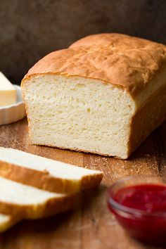This is hands down the best homemade gluten free bread recipe. It's a tasty gluten free white bread that's incredibly easy to make! Wheat Free Recipes, Dairy Free Recipes, Vegetarian Recipes, Delicious Recipes, Tasty, Gluten Free White Bread Recipe, Paleo Bread, Gluten Free Homemade Bread, White Bread Recipes