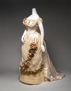 ~Worth evening dress ca. 1882    From the Metropolitan Museum of Art~  #1880seveningwear  #worth