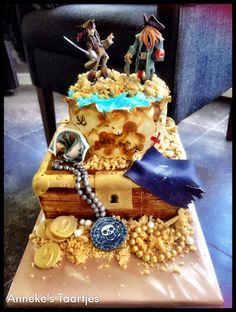 Pirates of the Carribean cake Creative Cake Decorating, Creative Cakes, Pirate Birthday Cake, Pirate Cakes, Extreme Cakes, Movie Cakes, Mom Cake, Funny Cake, Crazy Cakes
