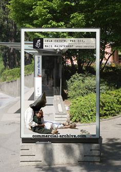 Busstop campaign Amnesty France