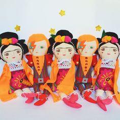 Poquitos Bowies y Fridas ⚡️ ❤️ www.mandarinasdetela.etsy.com #mandarinasdetela #bowie #frida