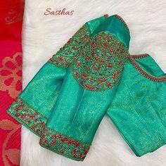 Creme themed Rawsilk blouse paired with sizzling navy blue Kancheevaram saree fr… Cremefarbene Rawsilk-Bluse gepaart mit dunkelblauem Kancheevaram-Saree von MahaVeer Singh.sarees by Modell:… Wedding Saree Blouse Designs, Pattu Saree Blouse Designs, Fancy Blouse Designs, Blouse Neck Designs, Stylish Blouse Design, Designer Blouse Patterns, Sari, Maggam Works, Navy Blue