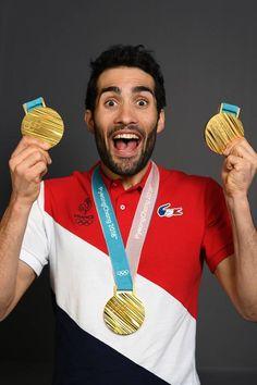 Martin Foucade médaille d'or  poursuite - en massstrat  et  en relais mixte  ( biathlon ) Olympic Winners, Rugby Sport, Olympics, Skiing, Athlete, Billboard, Men's Style, Sports, French