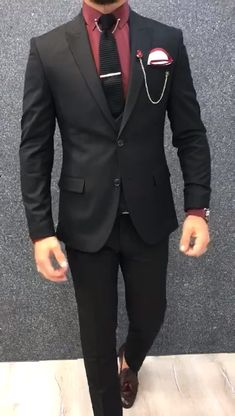 Collection: Spring – Summer 2019 Product: Slim-Fit Wool Suit Color Code: Black Size: Suit Material: 70 wool, 30 polyester Fitting: Slim-fit Package Include: Jacket, Vest, Pants Only Gifts: Shirt, Chain and Neck Tie