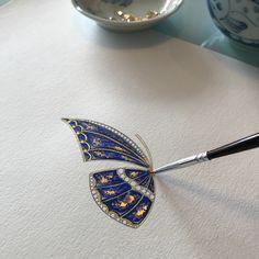 ✨ #goldleaf #lapislazuli #jewelry #jewellery #jewelrydesign #jewelryillustration #jewelryrendering #butterfly #joia #joias #designdejoias #fashionillustration #illustration #watercolor #aquarela #ilustracao