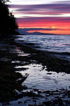 Rathtrevor Sunset at High Tide by seagr112, via Flickr (Parksville, Vancouver Island)