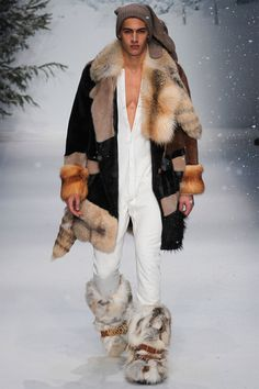 More is Good: Jeremy Scott Moschino Fall/ Winter Men's 2015 Collection… Fur Fashion, Winter Fashion, Fashion Show, Mens Fashion, Fashion Outfits, Runway Fashion, Jeremy Scott, Moschino, Mode Masculine
