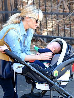 Reese Witherspoon using a Chicco Keyfit Car Seat & UppaBaby Vista Frame