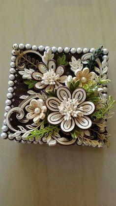 Màu đẹp quá Quilling Flower Designs, Paper Quilling Flowers, Paper Quilling Patterns, Quilled Paper Art, Quilling Paper Craft, Paper Crafts, Quilling Work, Neli Quilling, Quilling Jewelry