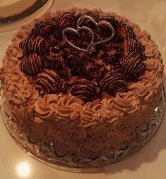 Mocca sjokoladekake. En kake med herlig smakt kaffe, nøtter og sjokolade.