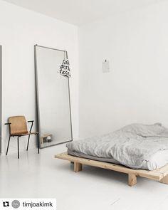 Airbnb Minimalism At it's finest. Guest love a modern minimal space. Modern Bedroom Decor, Small Room Bedroom, Minimalist Architecture, Interior Architecture, Minimal Bedroom, Modern Rustic Homes, Interior Design Boards, Minimalist Room, Stylish Home Decor