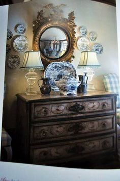 Plates on wall in dinning room so French country. English Country Decor, French Country Bedrooms, Country French, French Decor, French Country Decorating, Cosy Home, Blue And White China, Plates On Wall, Plate Wall