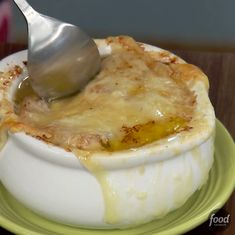 Food network recipes 460915343114740965 - Just wait until you see the cheese action at Geoffrey Zakarian's French Onion Soup recipe is a five-star favorite. Onion Soup Recipes, Best Soup Recipes, Crockpot Recipes, Dinner Recipes, Favorite Recipes, Healthy Recipes, French Onion Soup Recipe Food Network, Healthy Soup, Vegetarian Recipes