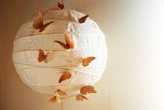 DIY – Lampe mit Schmetterlingen aus Papier selber machen! Anleitung und Bilder.  http://barfussimnovember.com