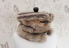 Cols, Col snood loop boucles fausse fourrure renard est une création orginale de thebatinthehat sur DaWanda