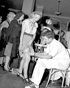 Smallpox Vaccination - New Yorkers receive smallpox vaccinations during an outbreak. 1947  Some women preferred to receive the vaccinations on their thighs for vanity reasons.
