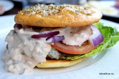 burger 'bread' and dressing Indian Food Recipes, Paleo Recipes, Ethnic Recipes, Burger Bread, Paleo Bread, Lchf, Keto, Delicious Burgers, I Want To Eat