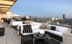 Vista at the Trafalgar hotel overlooks Trafalgar Square.