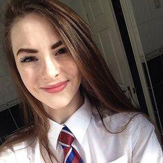 Cute School Uniforms, School Uniform Fashion, School Girl Outfit, School Uniform Girls, Girls Uniforms, Girl Outfits, Office Fashion, Summer Outfits, Women's Fashion